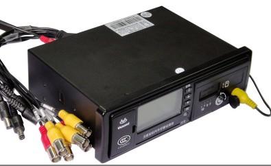 4G多媒体汽车行驶记录仪